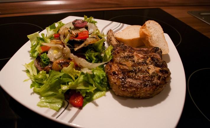 salat mit gegrilltem gem se grillrezepte chefgrill. Black Bedroom Furniture Sets. Home Design Ideas