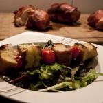 Salat mit Sherry-Vinaigrette und Ciabatta-Tomaten-Spieß